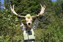 A participant displays a moose skull she found in the woods in the White Otter Wilderness.